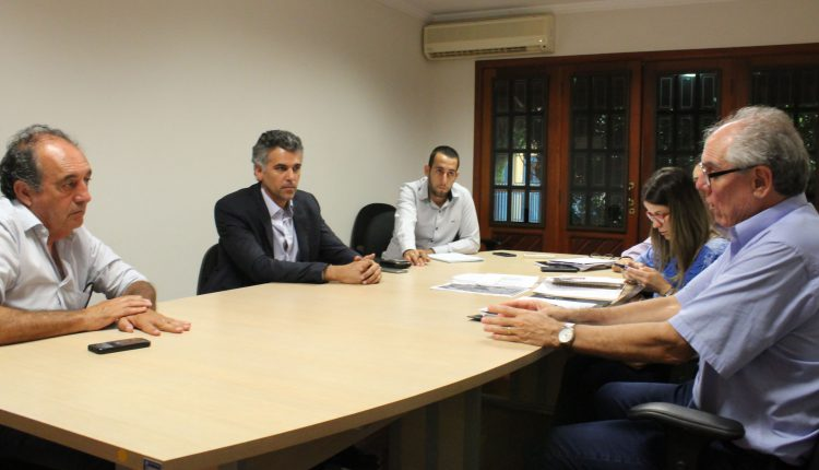 EM REUNIÃO NA CETESB GUSTAVO REIS APRESENTA PROPOSTA PARA REGULARIZAR DESTINO DE LIXO ACUMULADO NA SECRETARIA DE OBRAS
