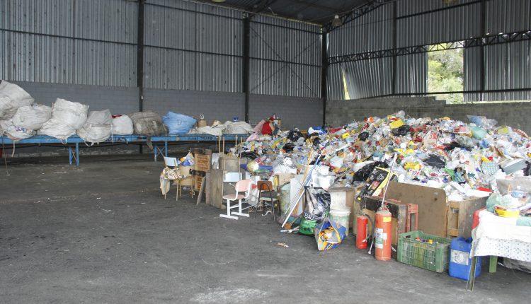 Prefeitura faz mutirão de limpeza na Cooperj