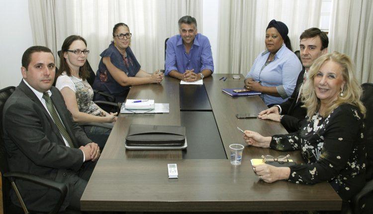 Prefeitura renova parceria com Ong Xodó de Bicho, que atua na proteção e acolhimento a animais