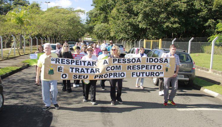 """""""Dia de Conscientização da Violência contra a Pessoa Idosa"""" é comemorado com Caminhada"""
