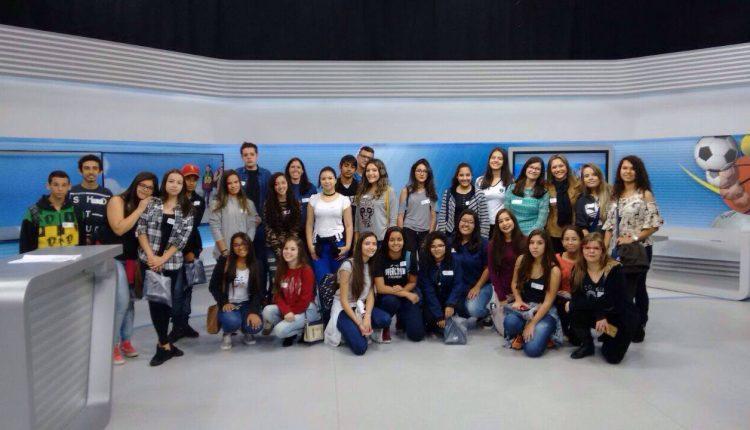 Alunos de escolas municipais de Jaguariúna visitam estúdios da EPTV Campinas