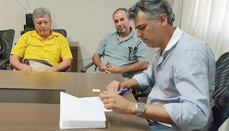 Prefeitura atende reivindicação de mais de 10 anos e equipara o salário de vigias ao de vigilantes
