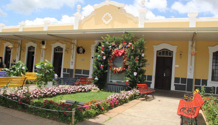 Prefeitura de Jaguariúna prepara 'clima de Natal' com intervenções no Centro Cultural
