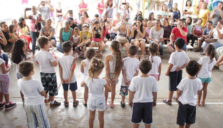 Escola Amiga comemora Proclamação da República