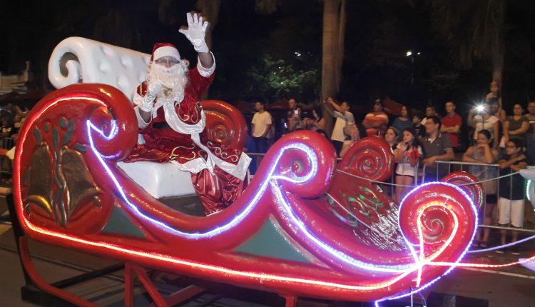 Parada de Natal em Jaguariúna leva cerca de 3,2 mil pessoas ao Centro Cultural*