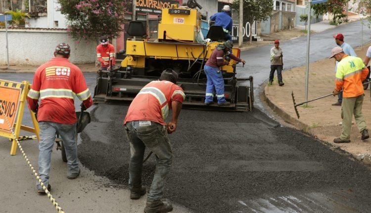 Prefeitura inicia recapeamento de ruas e anuncia 1,6 Km de asfalto novo em Jaguariúna