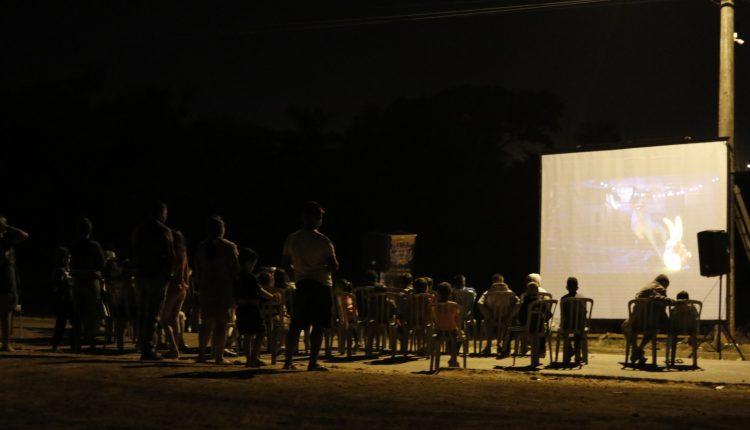 """""""Cinema na Kombi"""" visita dois bairros neste final de semana com filme """"Pantera Negra"""""""