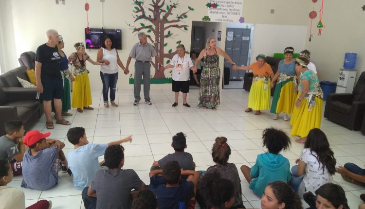 Prefeitura mantém ações entre Centro Dia de Idosos e Escola Municipal com integração entre gerações