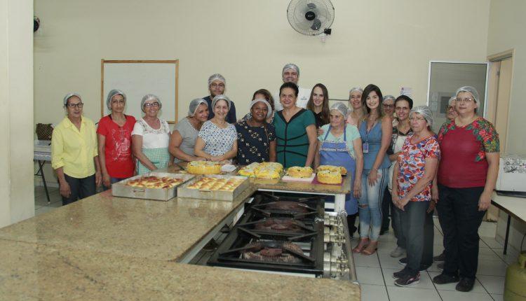 Alunas do curso de Preparo de Pães Caseiros recebem certificados do Fundo Social