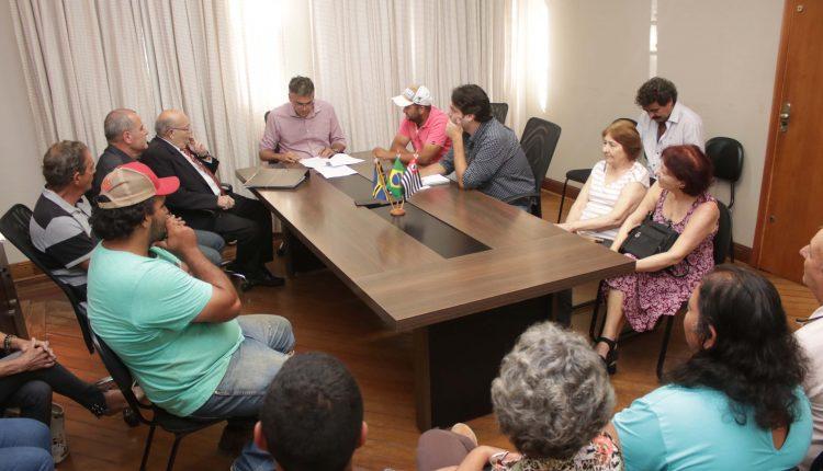 Moradores do Colmeia agradecem Prefeitura por ruas e avenidas com placas e outras melhorias