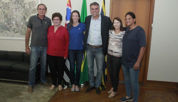 Supercampeã Fabiana Murer visita prefeito de Jaguariúna e aceita convite para palestra na cidade