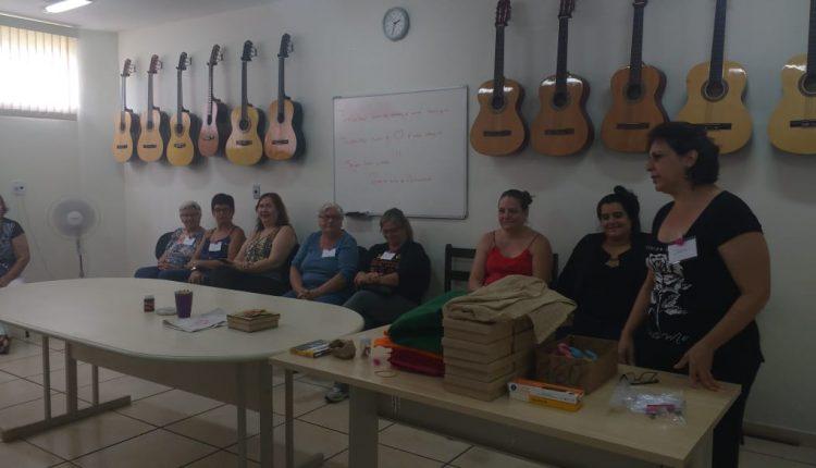Famílias atendidas por programas sociais da Prefeitura participam de Oficina de Artesanato no CRAS Nassif