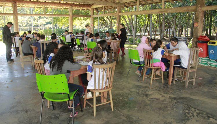 Centro Dia do Idoso recebe visita de 80 alunos da rede municipal