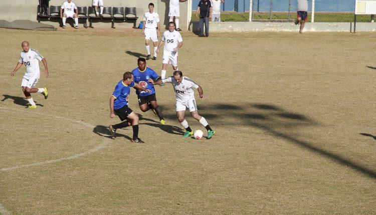 Roseira Master goleia, mantém invencibilidade e lidera com folga o Campeonato de Futebol Sênior