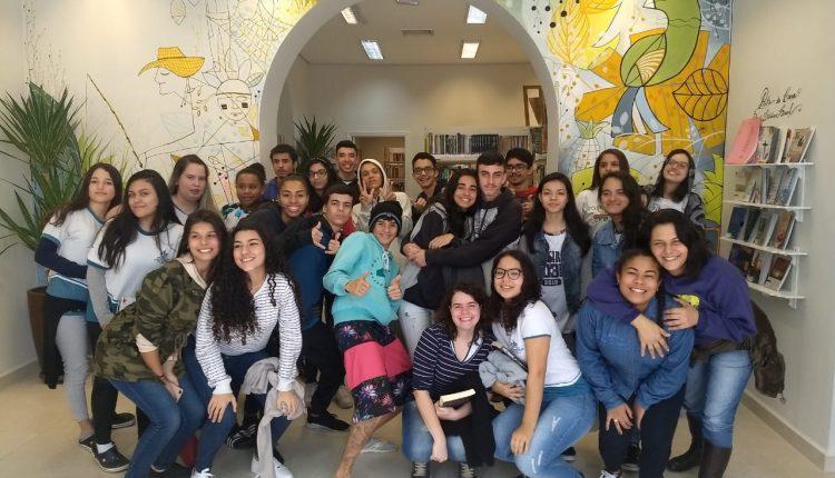 """Alunos da E. E. """"Professor Celso Henrique Tozzi"""" iniciam ciclo de visitas à nova Biblioteca Municipal de Jaguariúna"""
