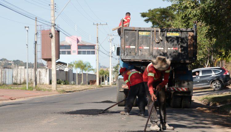 Operação Tapa-Buracos percorre ruas e avenidas nessa sexta-feira