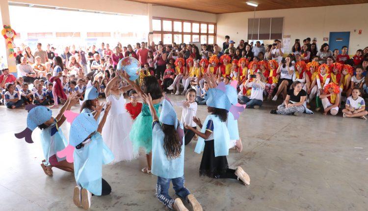 """""""Escola amiga"""" leva diversão e serviços gratuitos para o Florianópolis"""