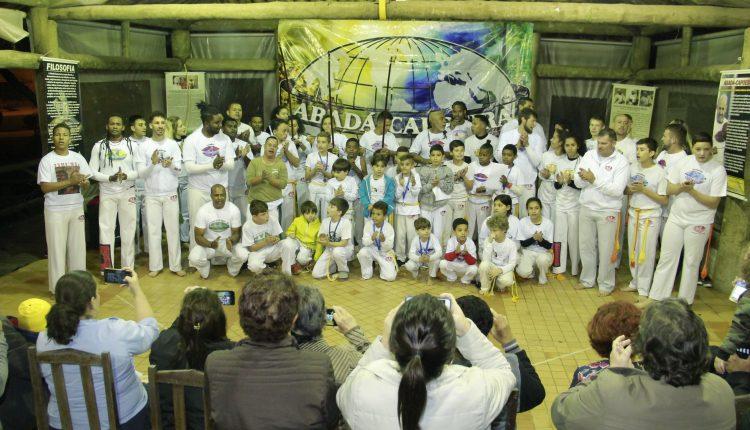 Prefeitura promove cerimônia de troca de graduação para os alunos de Capoeira da Escola das Artes