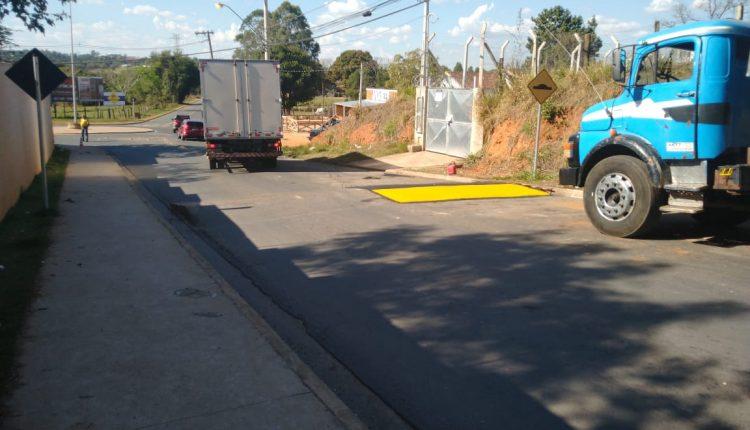 Prefeitura constrói nova lombada na Avenida Pacífico Moneda