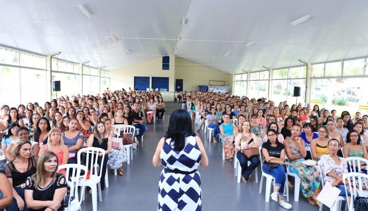 Prefeitura  promove palestra de capacitação para cerca de 500 educadores da Educação Infantil