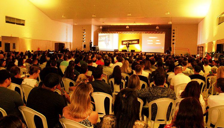 Associação Comercial e Industrial de Jaguariúna promove evento de vendas no teatro municipal